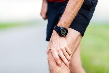 Какие признаки могут указывать на эрозию хрящевых тканей коленного или тазобедренного сустава?